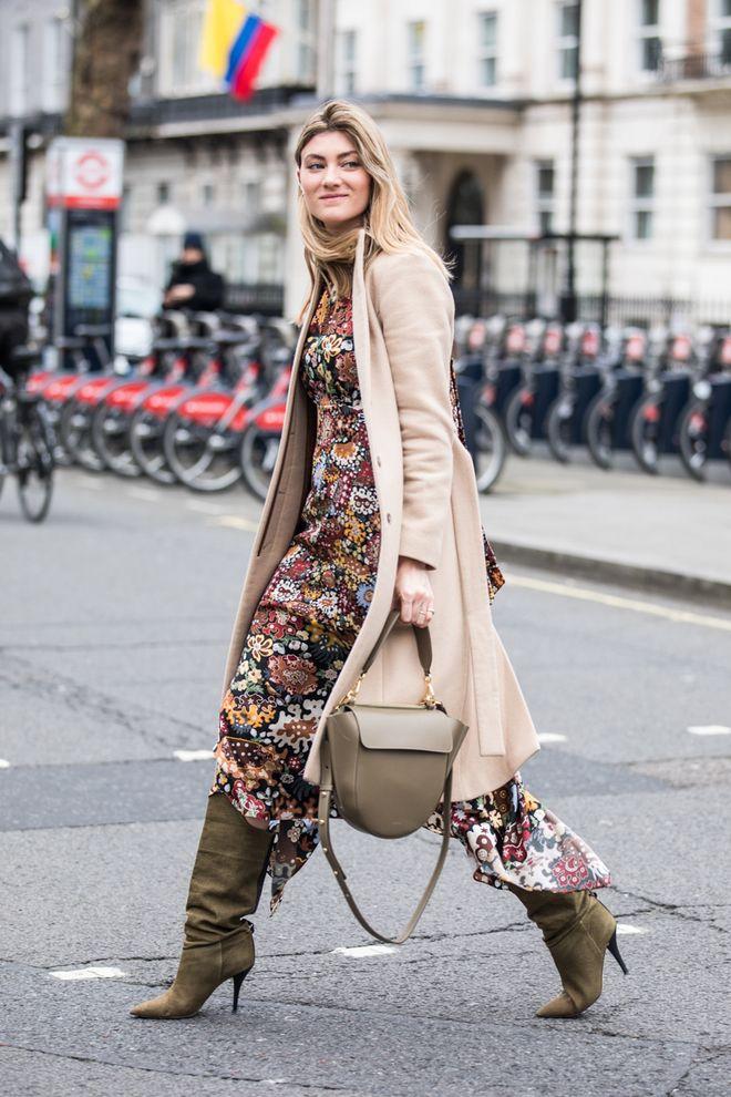 c52e61821ff Comment continuer à porter la robe à fleurs à la rentrée   en 2019 ...