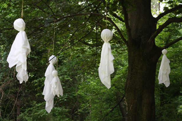How To Make An Outdoor Ghost Display For Halloween Made Remade Diy Halloween Ghost Decorations Halloween Ghost Decorations Spooky Halloween Party