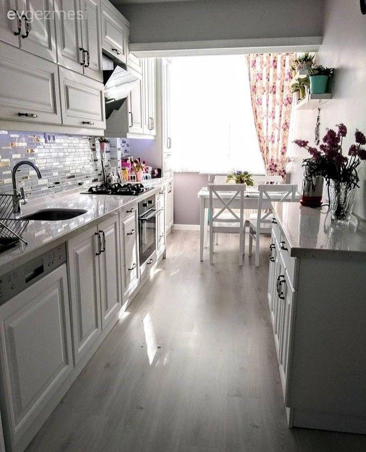 Rukiye hanımın tadilat sonrası, aydınlık ve kullanışlı mutfağı..