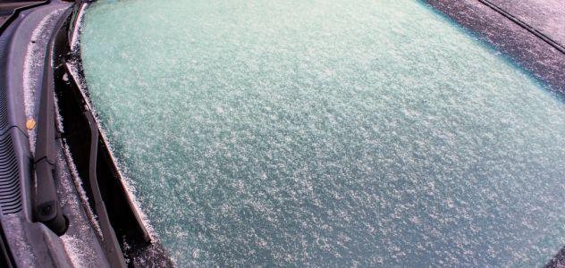 Il fait froid, les bons trucs pour dégivrer sa voiture.