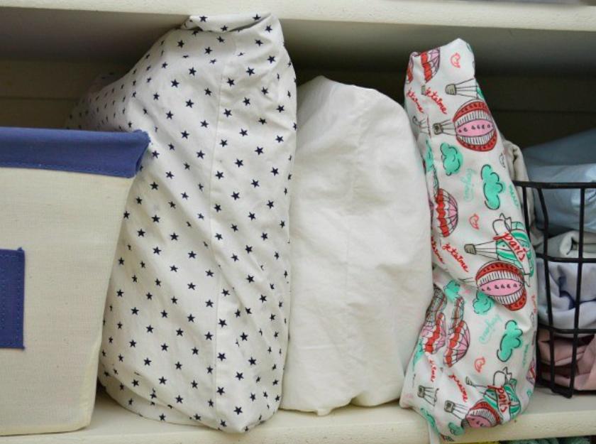 4 astuces fantastiques pour bien organiser vos draps en. Black Bedroom Furniture Sets. Home Design Ideas