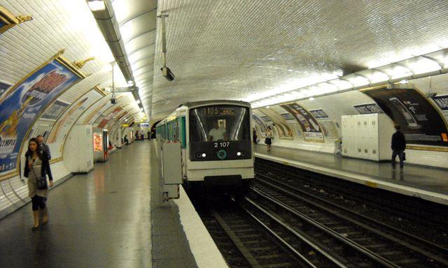 How to Get Around Paris Metro System