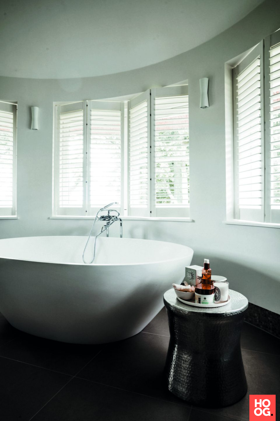 Badkamer design met luxe ligbad | Rietgedekte Villa Blaricum ...