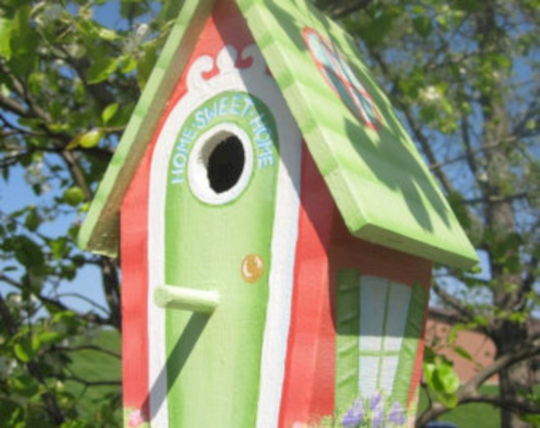 Beautiful Painted Birdhouse Design Ideas  for Your Awesome Garden https://freshoom.com/7371-beautiful-painted-birdhouse-design-ideas-awesome-garden/