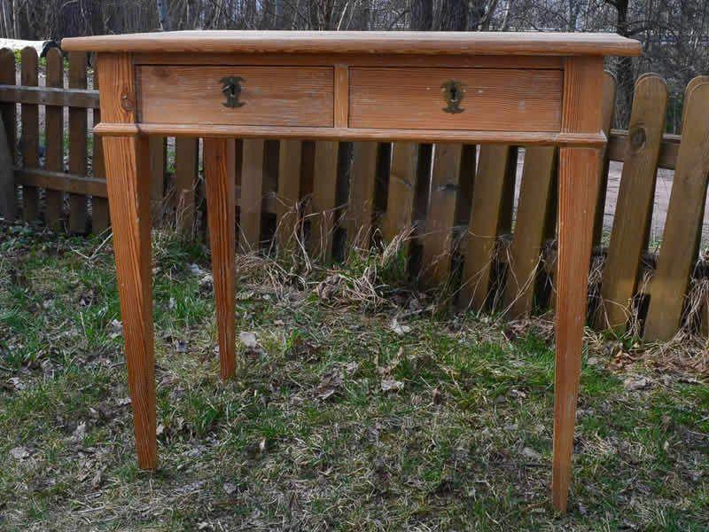 Zierlicher Weichholztisch aus dem 19 Jh von Pepita Antik Vintage - designer kommoden aus holz antike