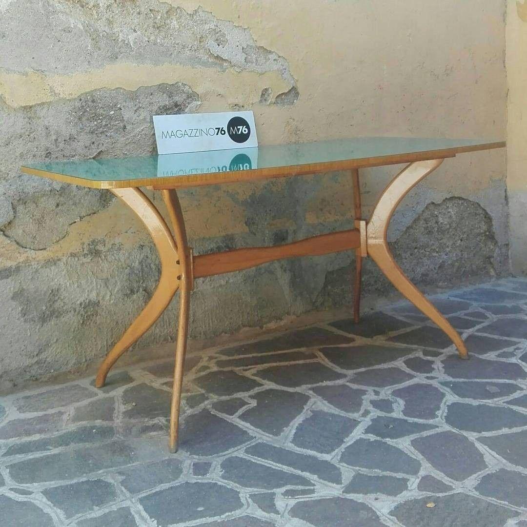 Un tavolo anni 50 in faggio curvato con piano in formica verde ...