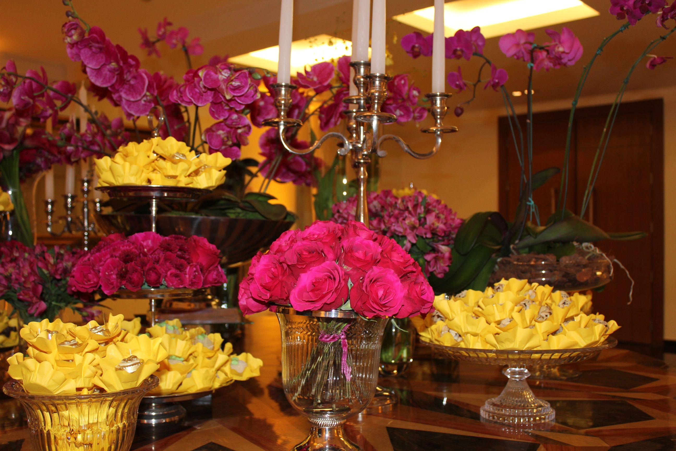 Mesa de Doces, Rosas Pink importadas e Orquideas