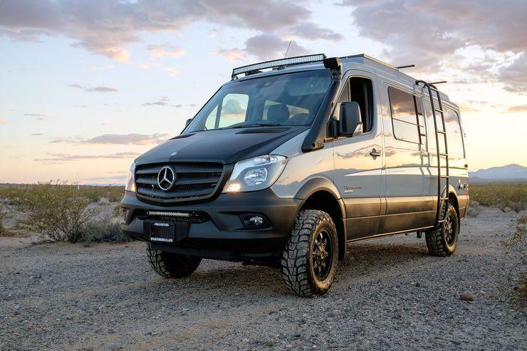 us wohnmobilbauer sportsmobile baut den mercedes benz sprinter zum 4 4 wohnmobil um van. Black Bedroom Furniture Sets. Home Design Ideas