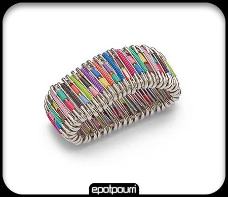 bracelet pingles nourrice bijoux pinterest bracelets bracelet d 39 pingles de s ret et. Black Bedroom Furniture Sets. Home Design Ideas
