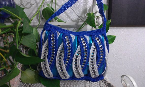 Hey, I found this really awesome Etsy listing at https://www.etsy.com/pt/listing/177436481/blue-twist-crocheted-handbag-pop-tabs