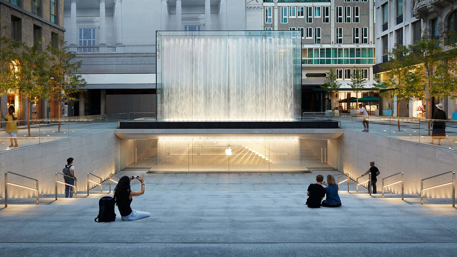 Gallery Of Foster Partners Milan Apple Store Opens To The Public With Dramatic Waterfall Entrance 1 Apple Store Design Milan Store Plaza Design