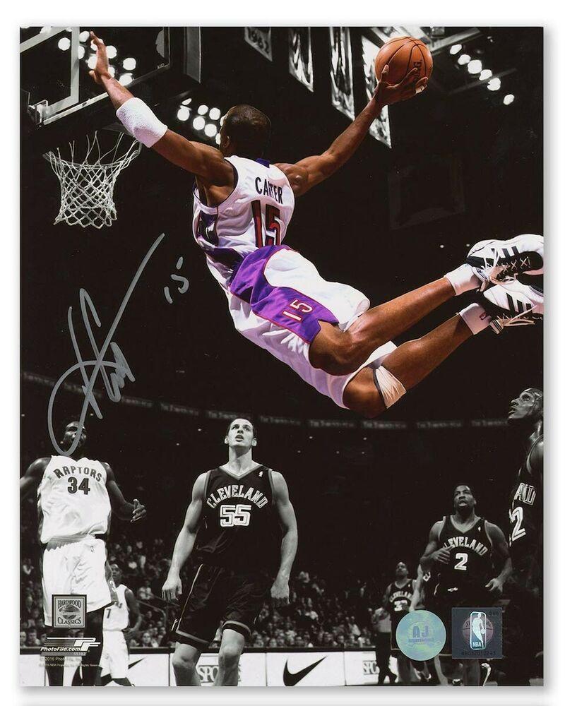 Vince Carter Toronto Raptors Autographed Nba Reverse Spotlight Dunk 8x10 Photo Torontoraptors Toronto Raptors Basketball Wallpaper 8x10 Photo