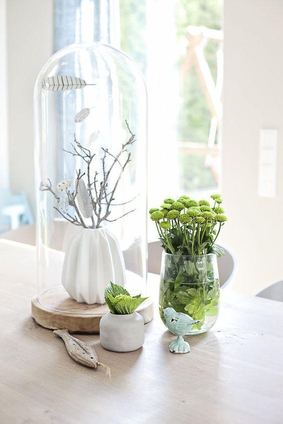 Photo of typisk skandinavisk festliche Deko zu Ostern ganz schlicht aber elegant Vase a …