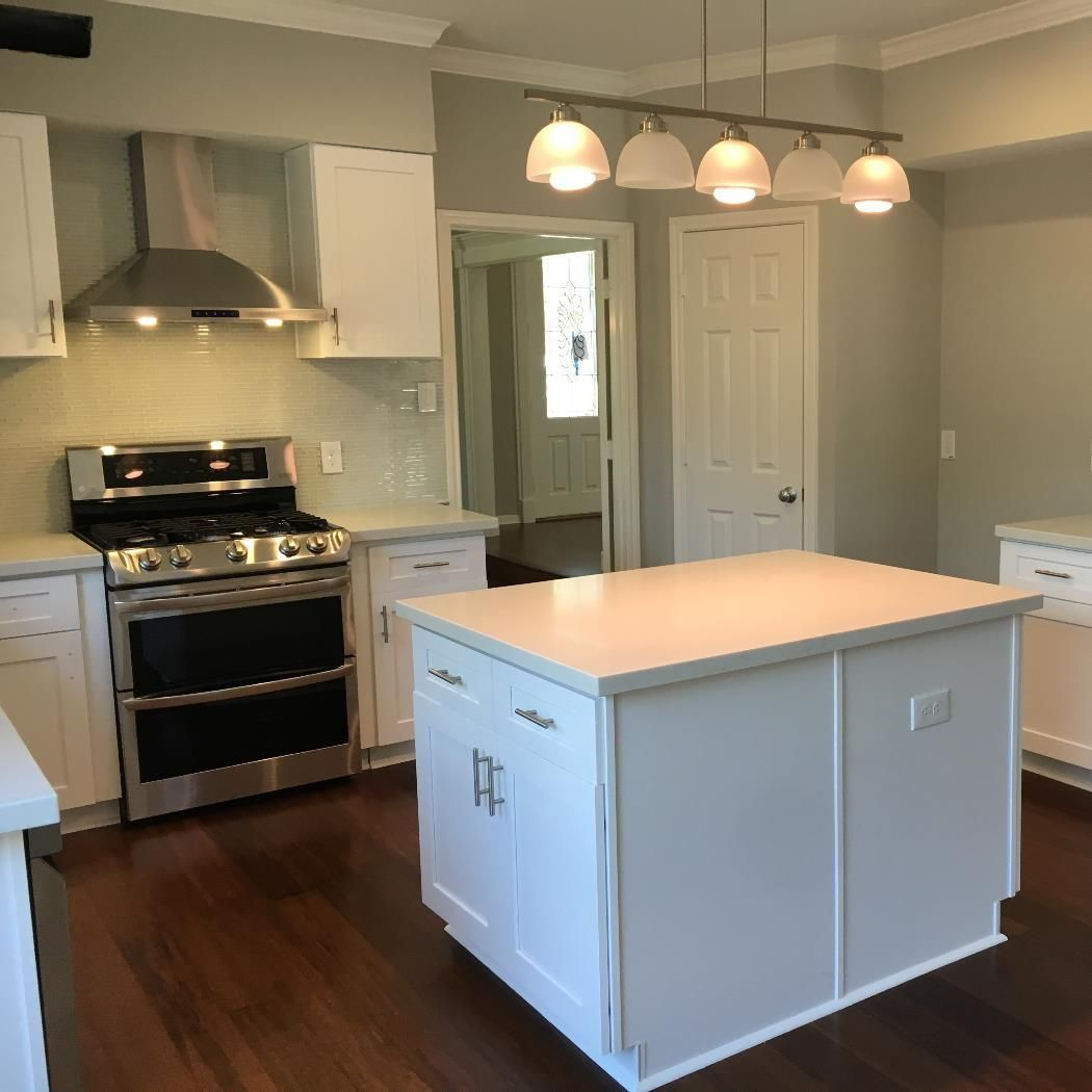 This Full Home Remodel Included The Kitchen Family Room Living Room Dining Room And Restrooms The Remodel Was Comprised O Home Remodeling Home Countertops
