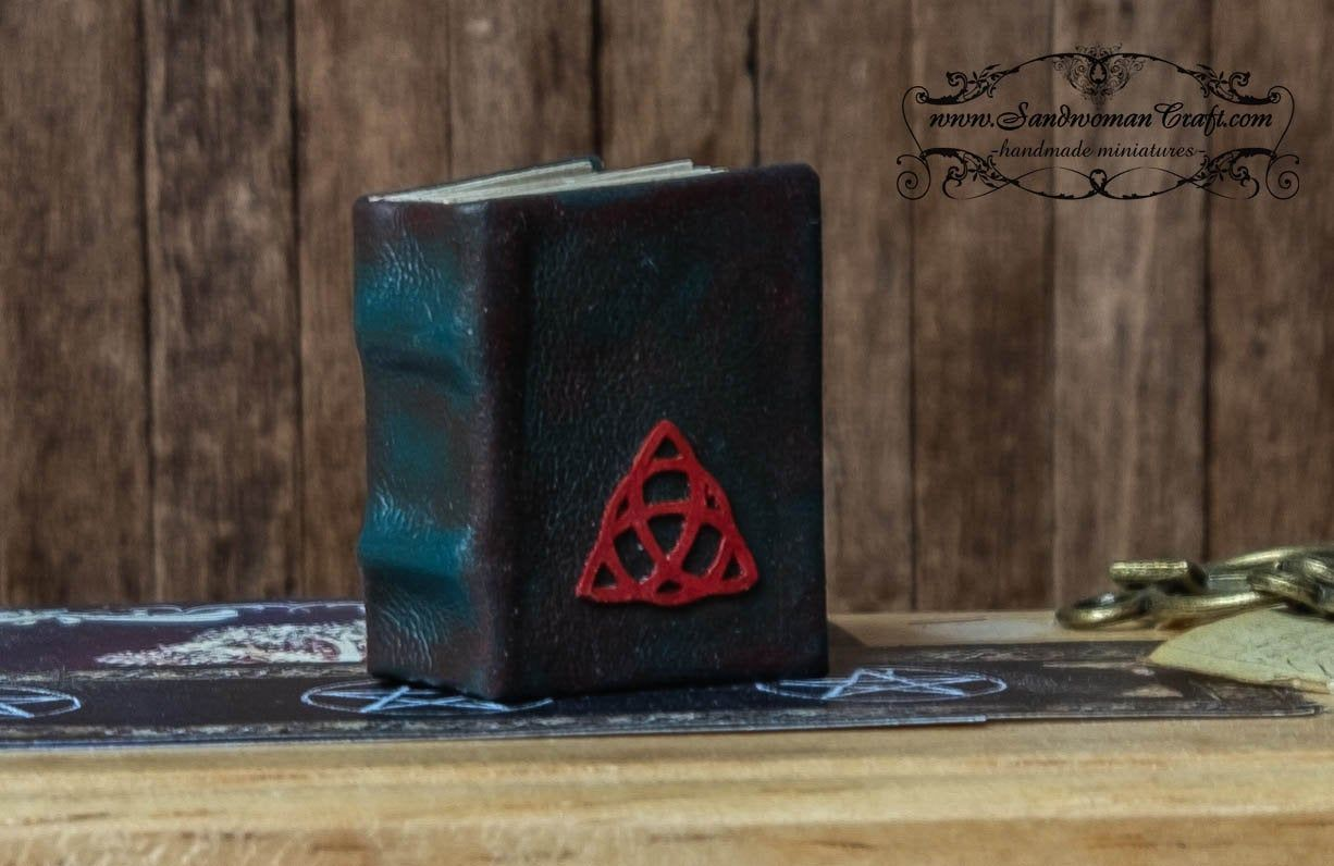 Miniature leather Book of Shadows-Turnable pages-Leather bound-Green-Witchcraft-Spellwork-Old-Library-Dollhouse miniatures-1:12 scale-BOS #greenwitchcraft Miniature leather Book of Shadows-Turnable pages-Leather bound-Green-Witchcraft-Spellwork-Old-Library-Dollhouse miniatures-1:12 scale-BOS #greenwitchcraft