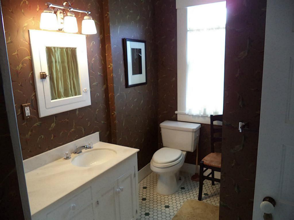 Master bedroom hallway   Avenue L Galveston TX  Photo Upstairs bath tub around