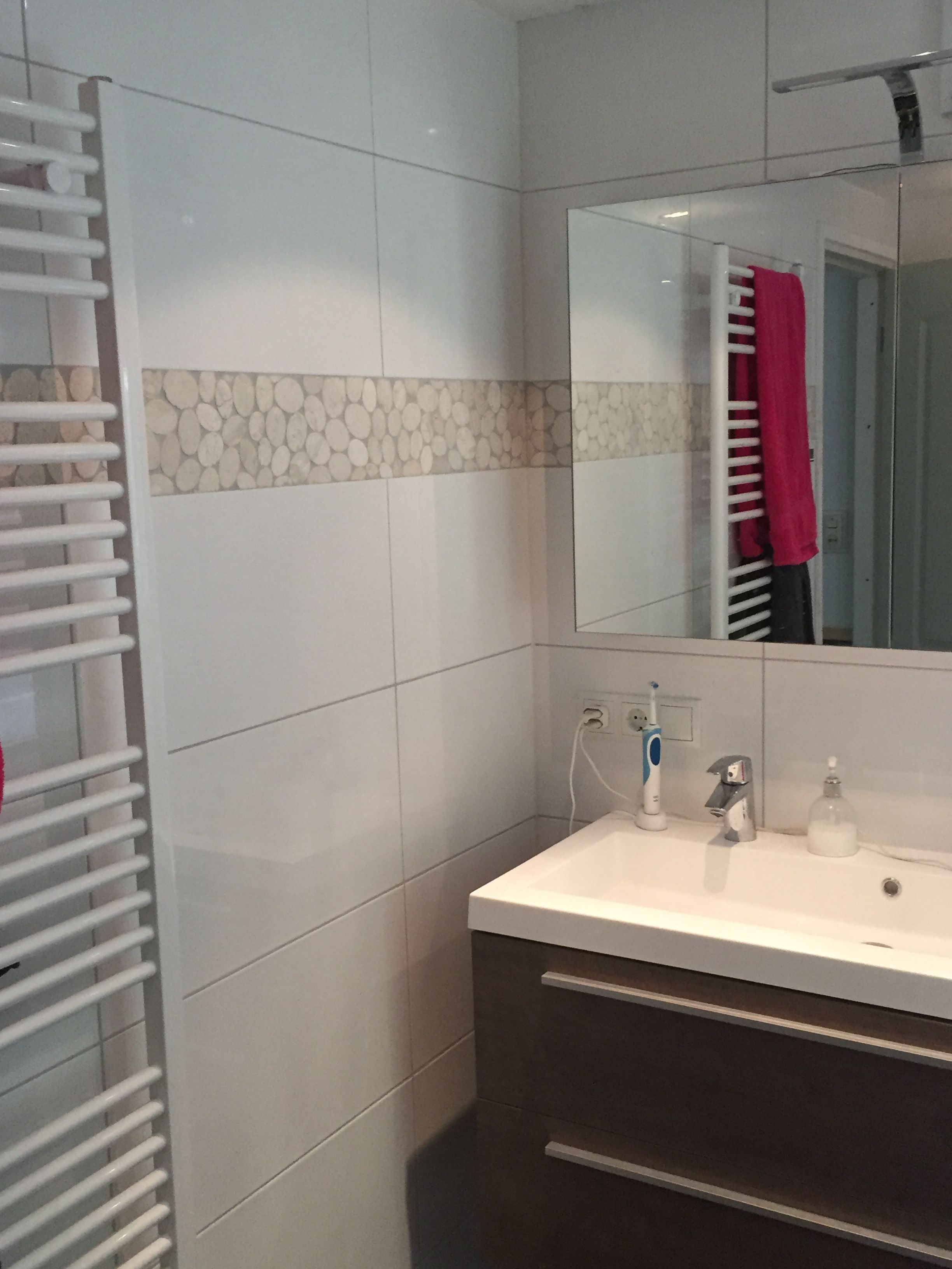 Badkamer met kiezelrand   Tegelhuys ☼ Badkamer tegels / tiles ...