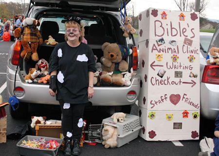 animal clinic animal clinic trunk or treat decorating ideas - Halloween Trunk Or Treat Decorating Ideas