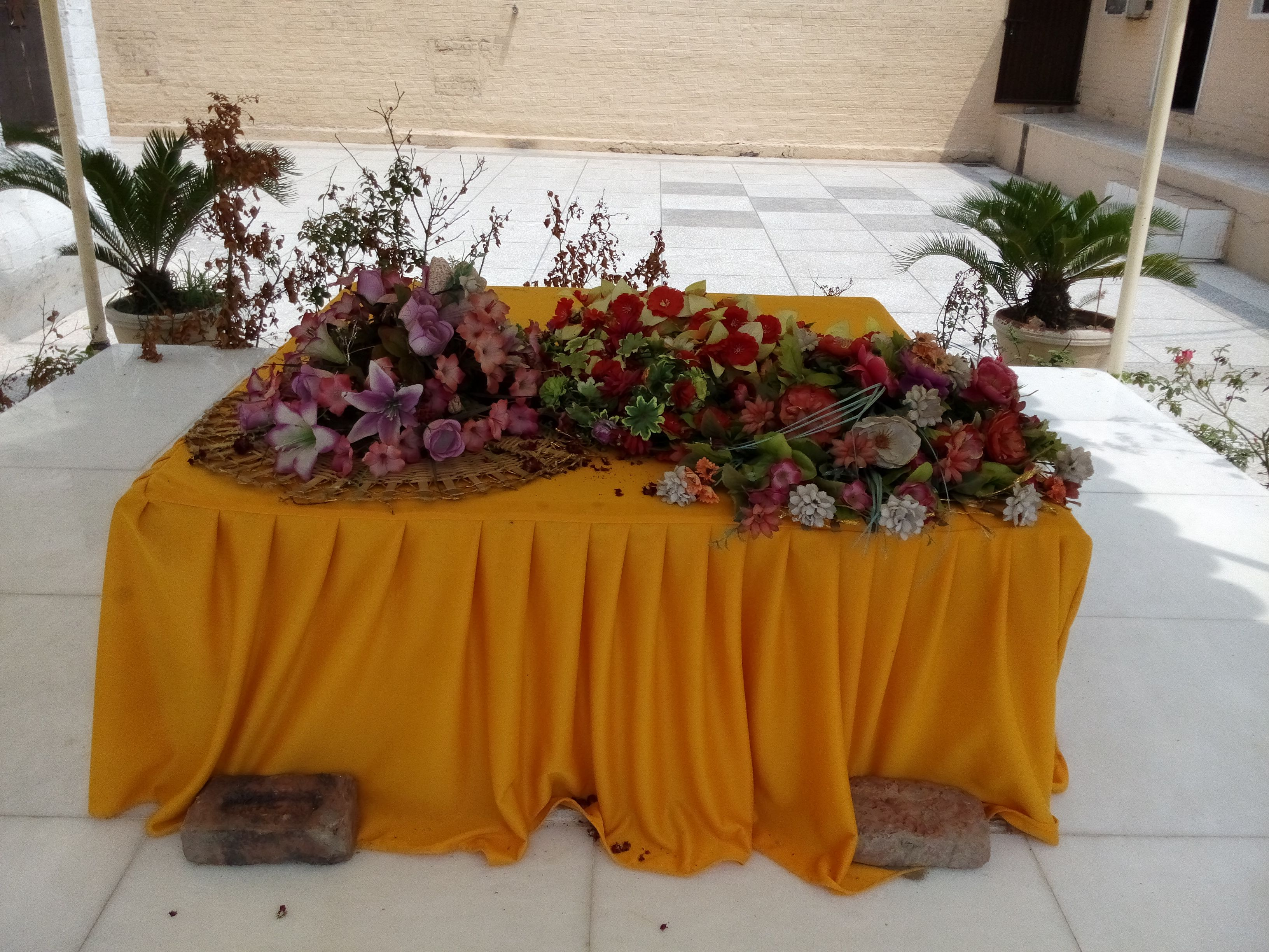 The burial site where reportedly the half piece of the shawl covering the later disappeared body of Guru Nanak Dev Ji was buried by the Muslims in line with final rites as per their faith.