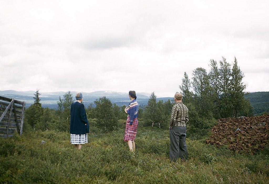 https://flic.kr/p/adQJvY   Kjølingefjell mountain, Sogn og Fjordane, Norway   Lilly, Carin and Gustaf viewing Kjølingefjell mountain in Norway.   Lilly, Carin och Gustaf som ser på Kjölingefjället i Norge.  Location: Stryn Municipality, Sogn og Fjordane fylke (county), Norway  Photograph by: Fredrik Bruno Date: 15.07.1948 Format: Colour slide  Persistent URL: kmb.raa.se/cocoon/bild/show-image.html?id=16001000282304  Read more about the photo database (in english)…