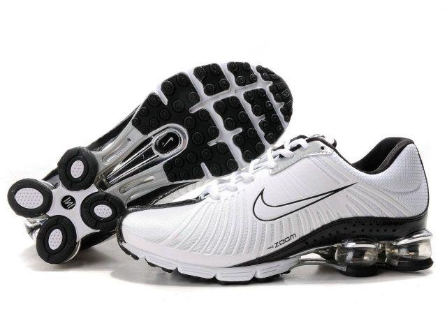 a3f60b75e976a La zapatillas nike shox mujer utiliza una unidad de amortiguación de aire  grande en el talón que es visible desde el lado de la entresuela en la  mayoría de ...