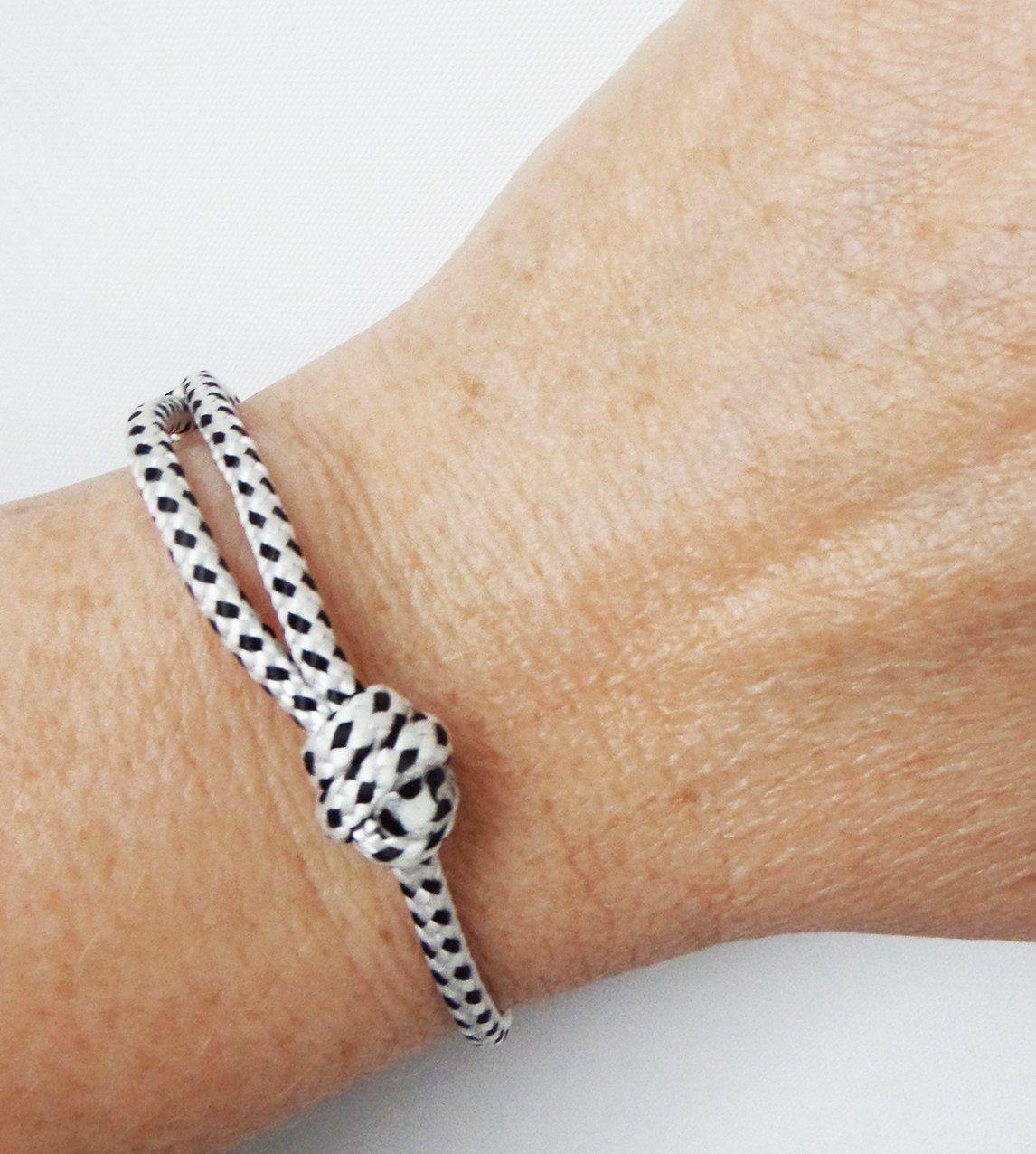 bracelet nautique corde noir blanc bracelet porte. Black Bedroom Furniture Sets. Home Design Ideas