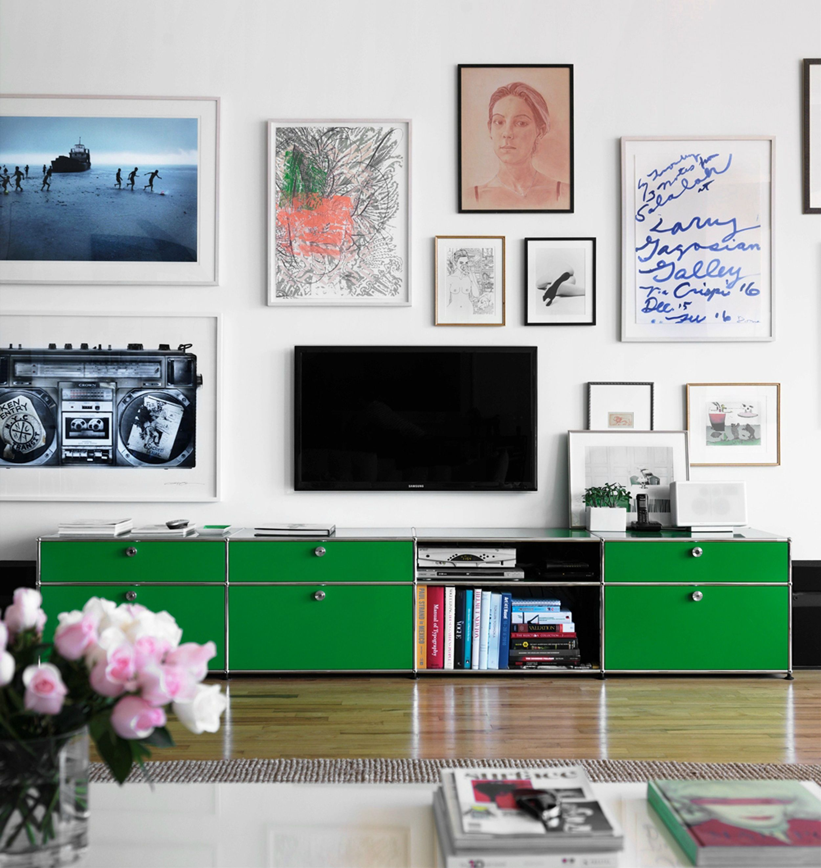 Fernseher verstecken in einer Bilderwand mit Kunst: Rahmen um den TV ...