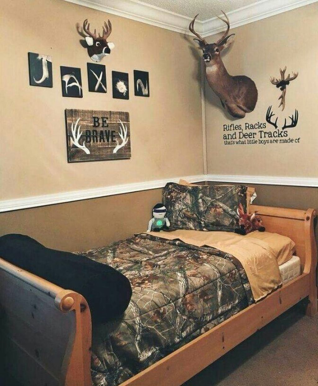 20 Affordable Bedroom Decor Ideas For Your Little Boys Trenduhome Affordable Bedroom Decor Boy Room Affordable Bedroom