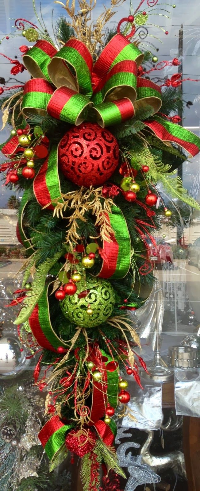 So pretty i want to try to make this crafts and experiments red gold and green christmas teardrop door wreath hanging rubansaba