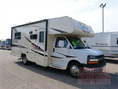 This Freelander Class C Motorhome By Coachmen Rv Features