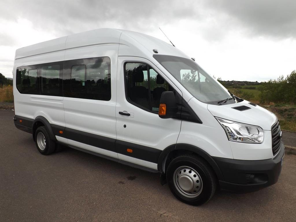 Benefits of hiring minibus when going for a family trip to