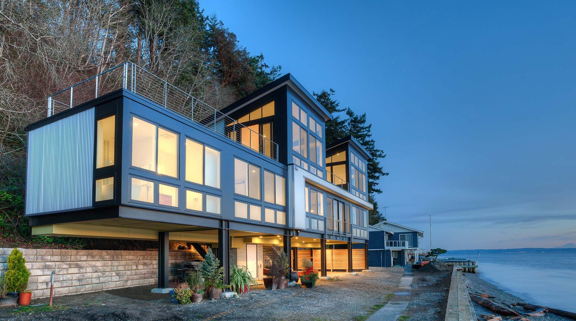 Modern Waterfront Home With Flat Rooftop Deck House On Stilts Modern Beach House Waterfront Homes