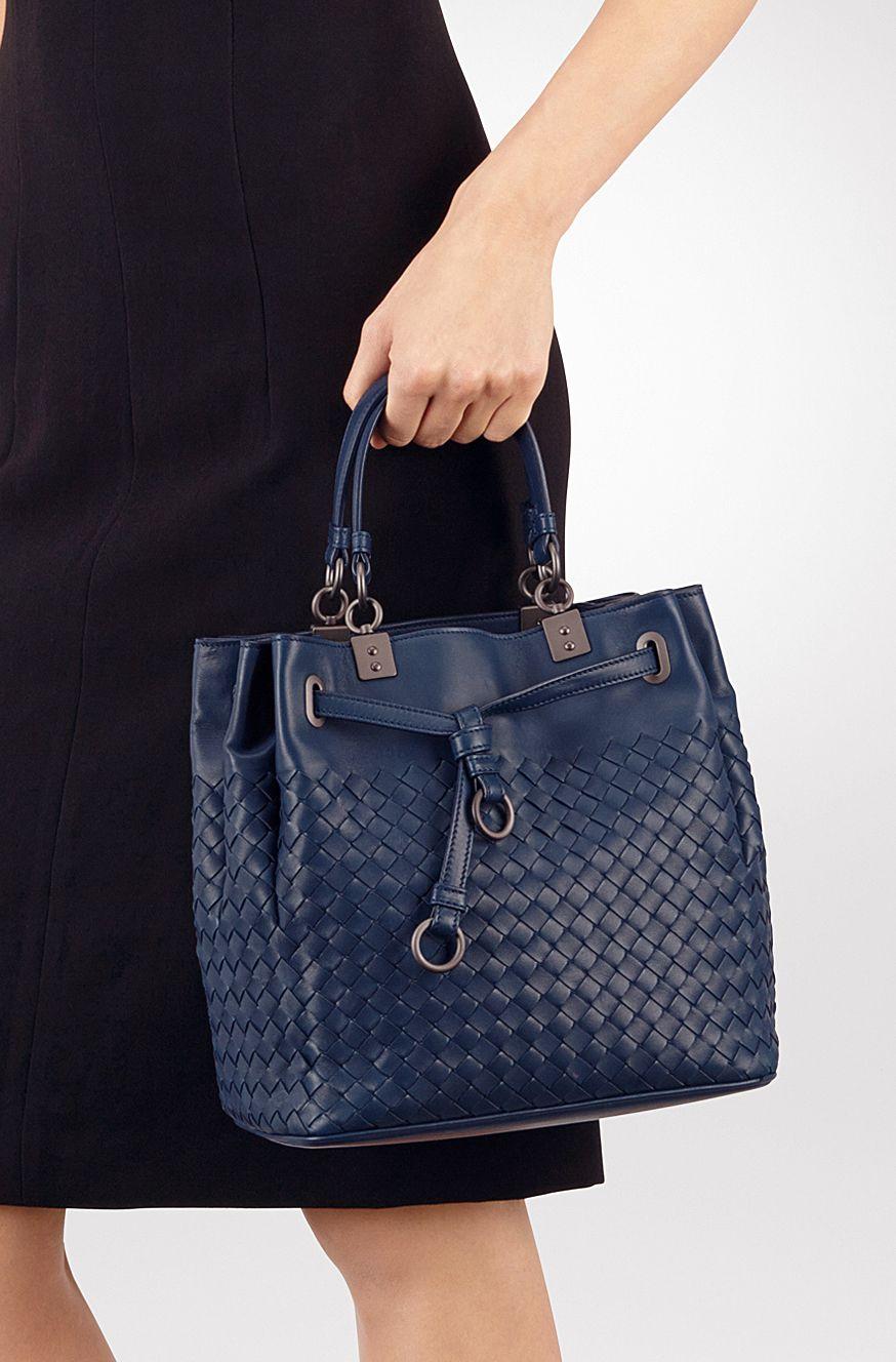 Bottega Veneta BUCKET BAG IN PACIFIC INTRECCIATO NAPPA Small Messenger Bag cf0242891bf2c