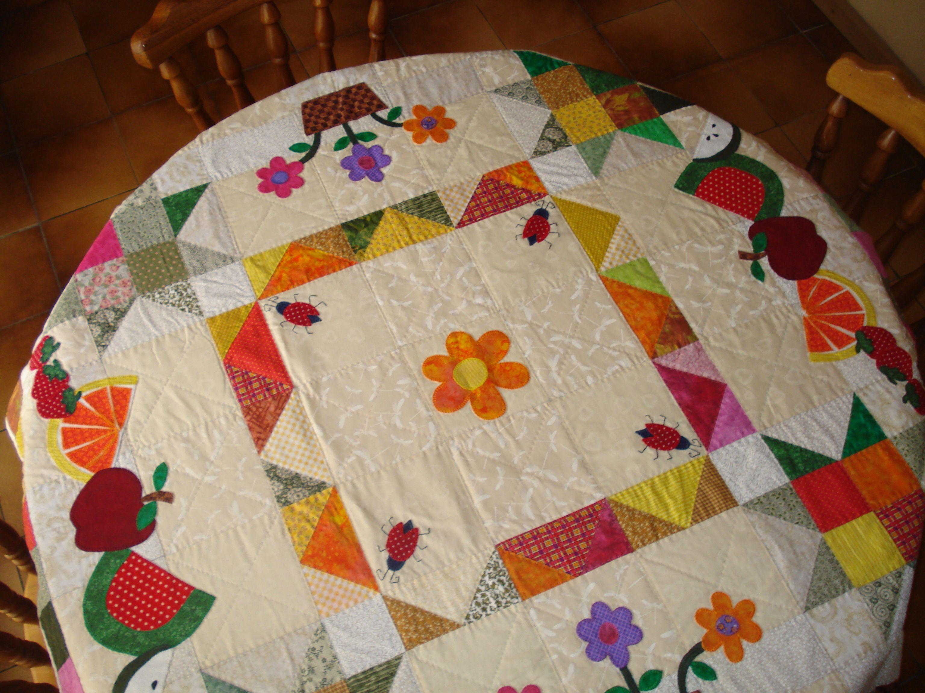 Mantel para mesa redonda con apliqu quilt manteles - Manteles para mesa ...