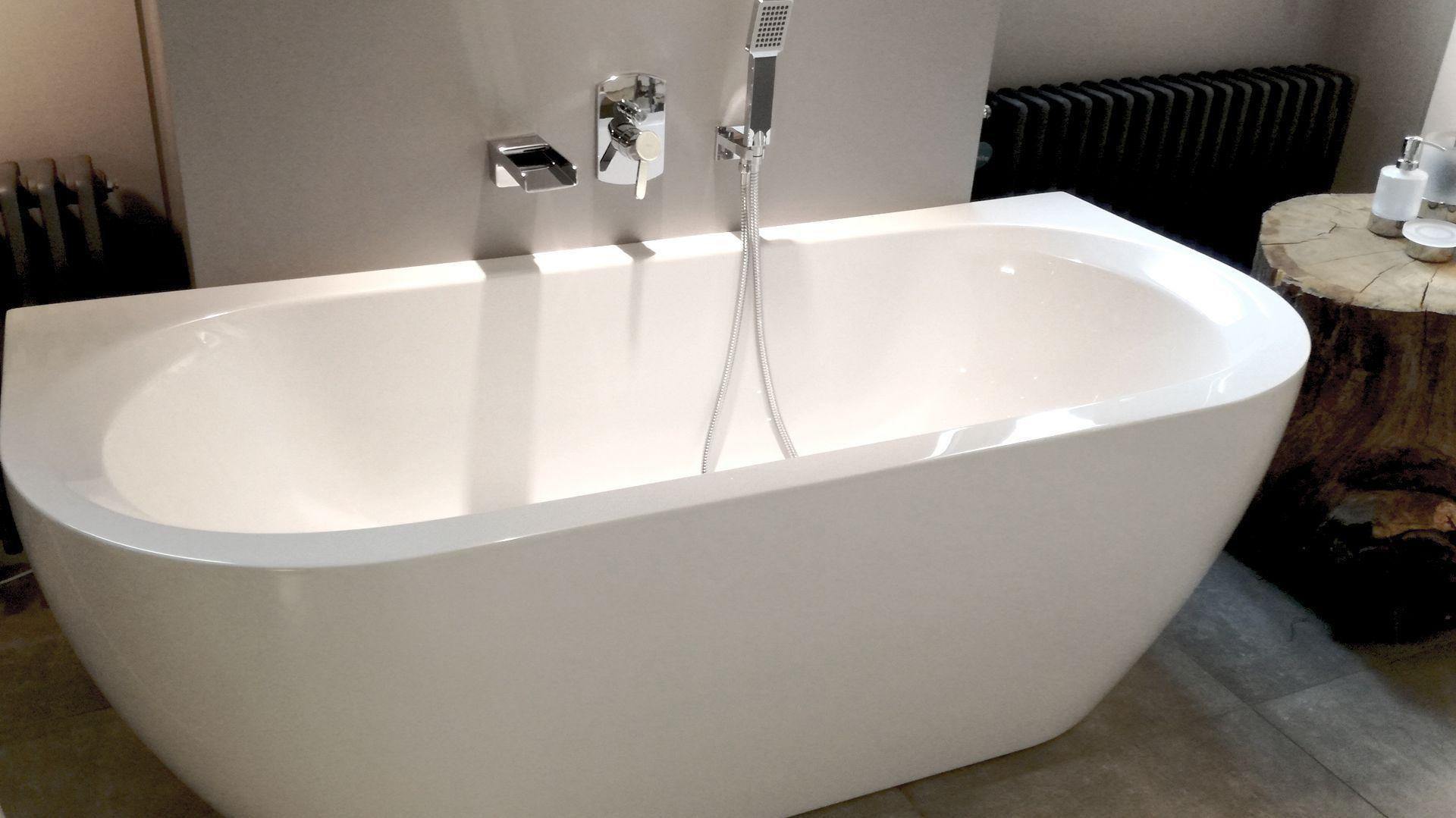 Wanna Przyscienna Monoblock Vigour Derby To Polaczenie Funkcjonalnosci Z Uniwersalnym Wygladem Wiecej Dowiesz Sie Na Https Elem Bathtub Bathroom Derby
