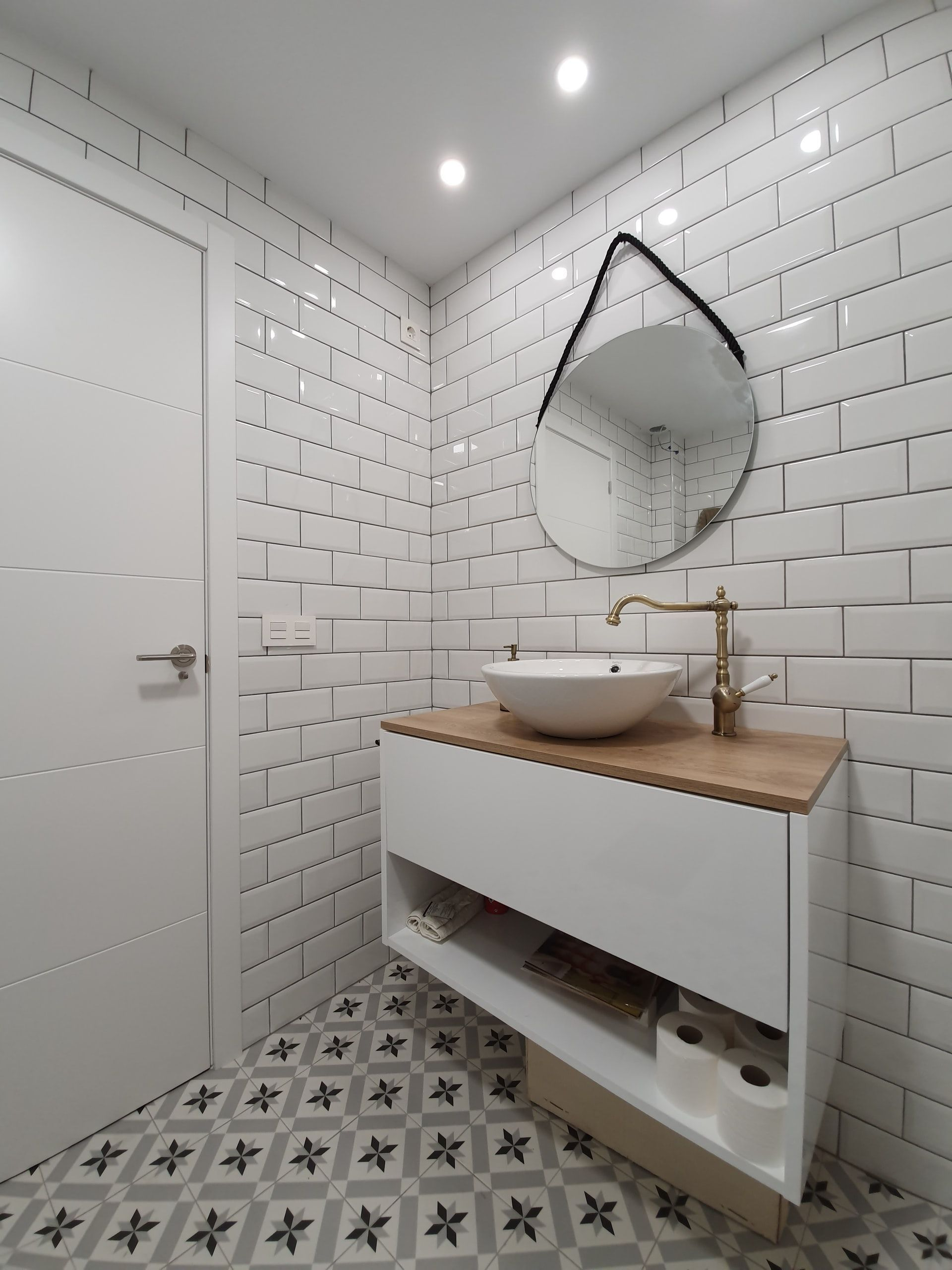 Tips For Sprucing Up A Bathroom With No Windows In 2021 Bathroom Trends Windowless Bathroom Bathroom Without Windows
