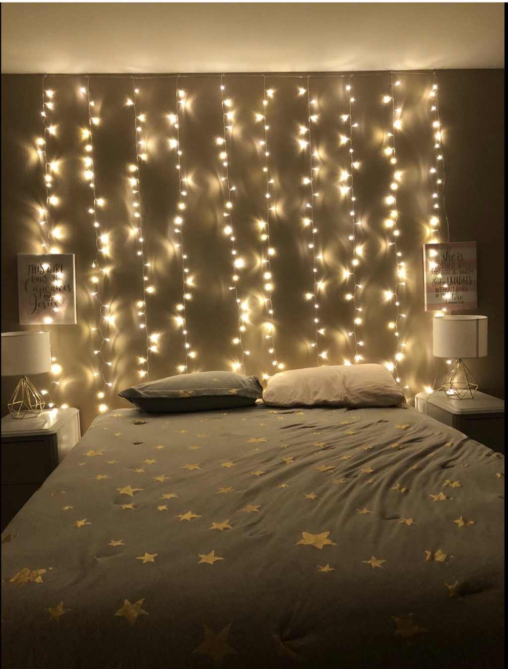 34 Stunning Christmas Lights Decoration Ideas In The Bedroom Fairy Lights Bedroom Aesthetic Rooms Aesthetic Bedroom