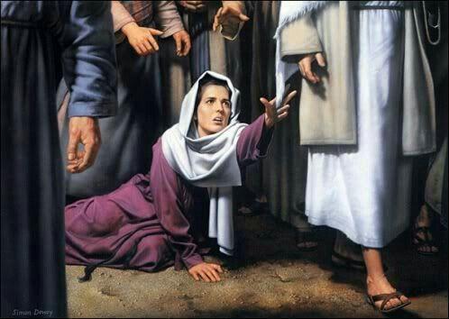 'Jesus encontrara, entre a multidão, uma pobre mulher que, por doze anos, sofrera de um mal que lhe tornava um fardo a existência.  Consumira todos os seus recursos com médicos e remédios, para ser afinal declarada incurável.  Reviveu-lhe, porém, a esperança, ao ouvir falar das curas operadas por Cristo, o Médico dos médicos.'  Sem. do Calvário/16  ComPaixão ❤ de Cristo.  Viva com  Esperança!