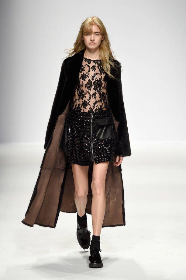 Milano Moda Donna AI 2015 2016  la sfilata di Simonetta Ravizza ... 375002b3b56