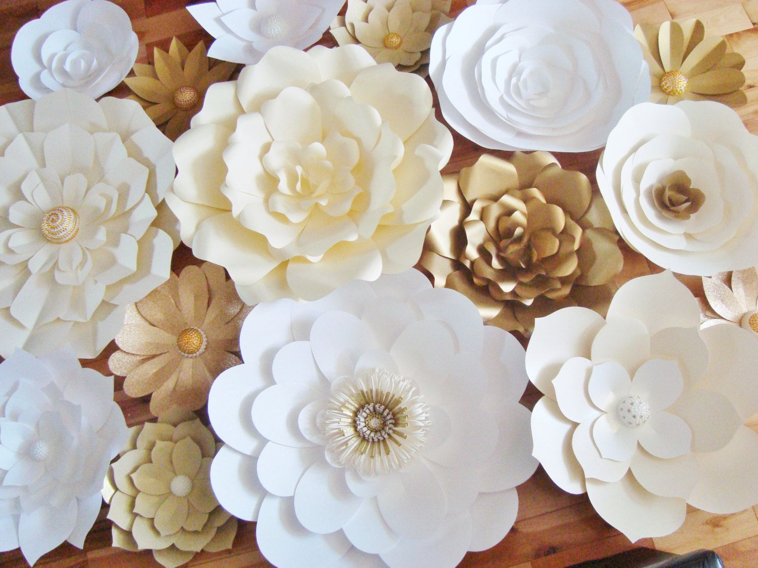 When i was getting married i was constantly inspired by every paper flowers paper flowers backdrop wedding by miogallery fondo de flor de papel diy set de 30 por dreameventsinpaper dhlflorist Choice Image