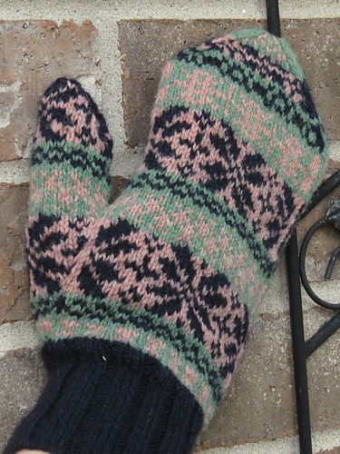 Fair Isle Sticky Mittens pattern by Gretchen Frederick and Vanessa ...