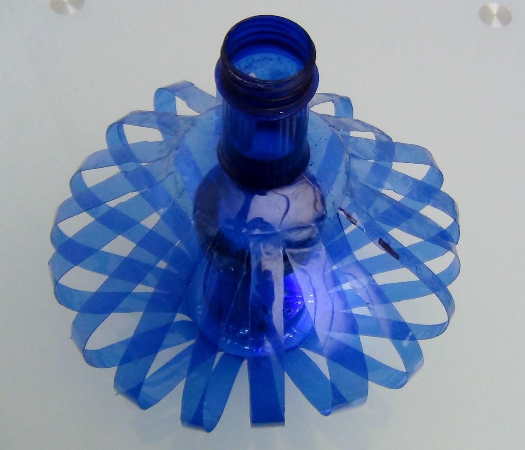 C mo hacer una l mpara reciclando botellas de pl stico how to recycle inside plastic - Que manualidades puedo hacer ...