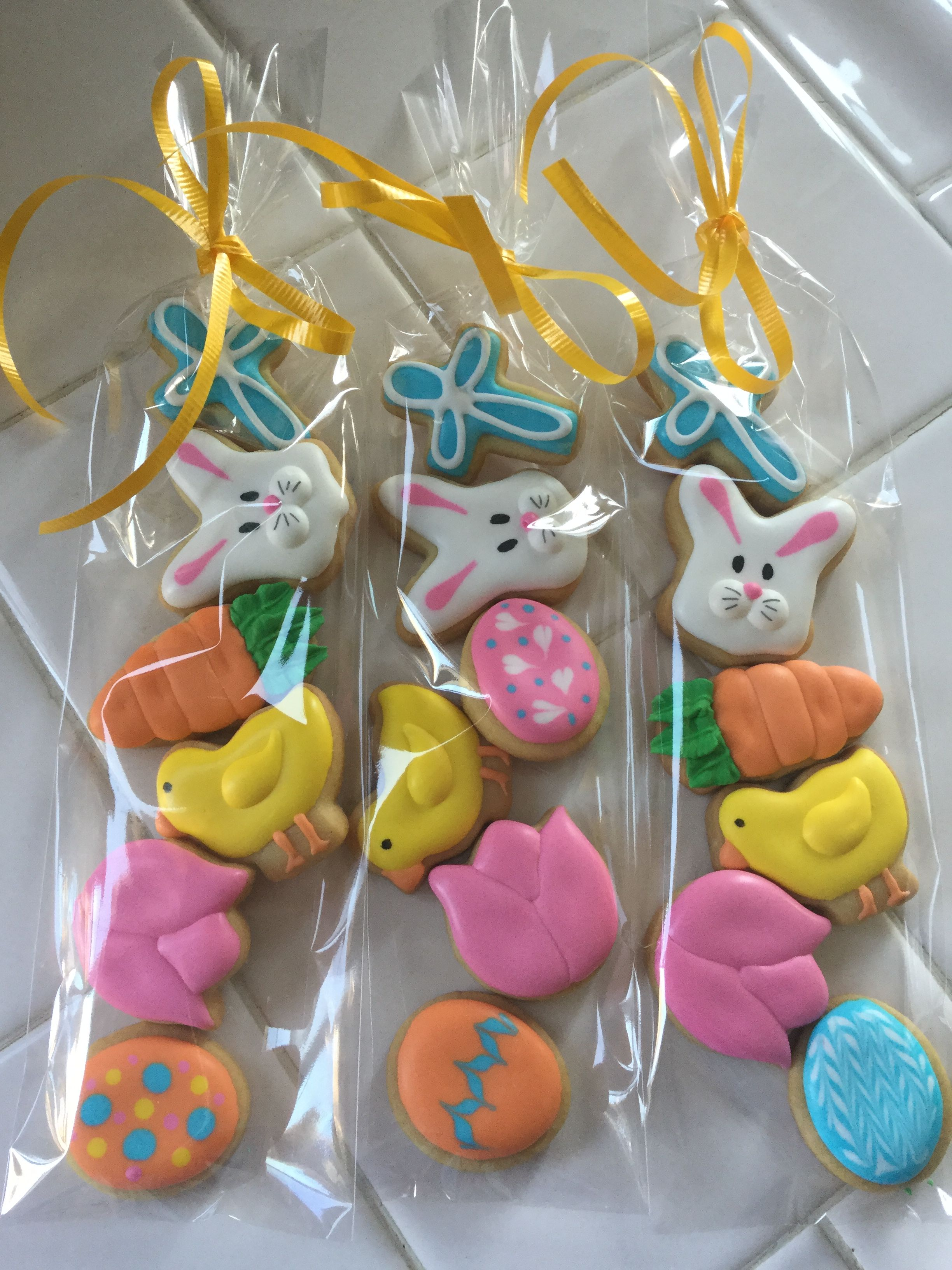 Easter Minis Cake pops, Cake art, Sugar cookie