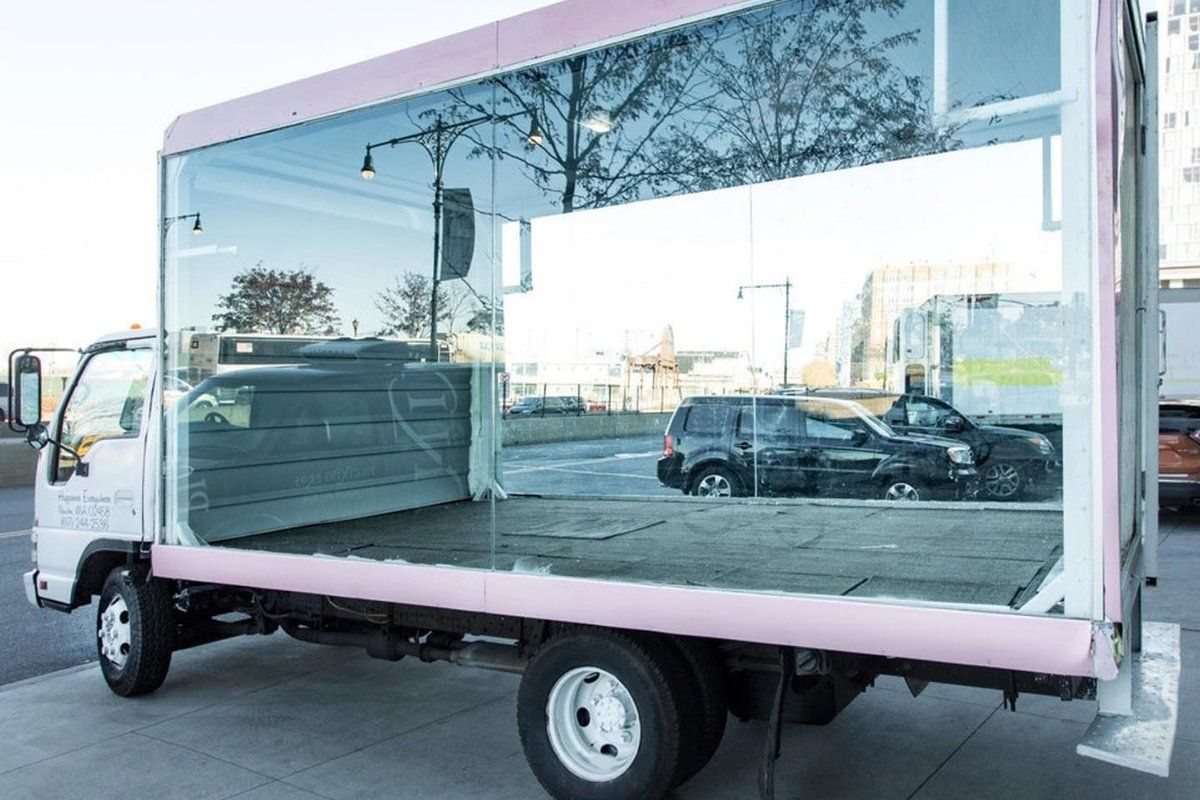 The 14 Isuzu Glass Box Truck Enables You To Host Your Pop Up In Any Location Of New York City Or Beyo Mobile Boutique Mobile Fashion Truck Retail Store Design