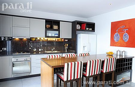 cocina integrada con desayunador via flickr