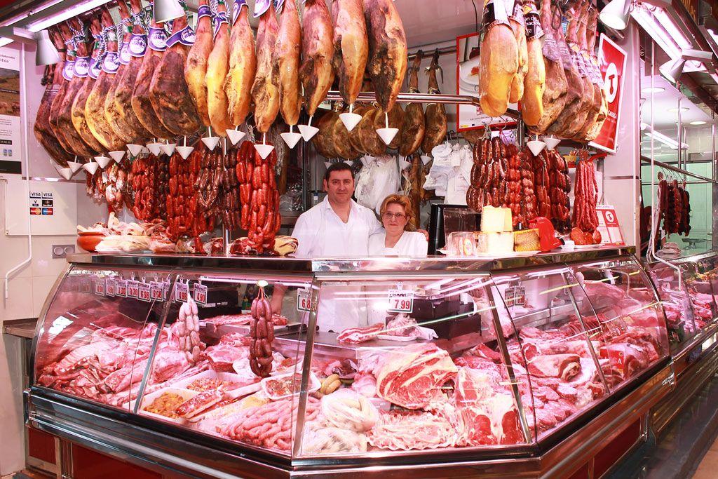 Est es el interior de una carnicer a muchos diferentes carnes crudas est n en exhibici n - Decoracion carnicerias ...
