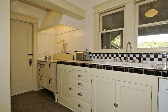 Craftsman Bungalow Kitchen   Bungalow kitchen, Vintage ...