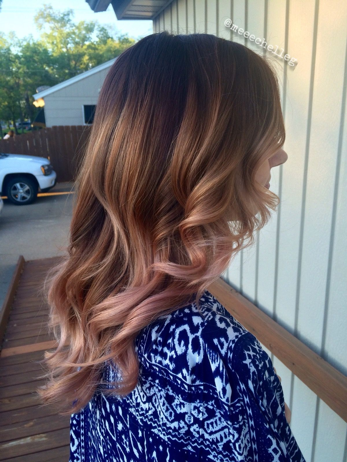 Long Hair Balayage Rose Gold Honey Caramel Romantic Curls Loose Curls Shadow Root Blonde Brunette Long Hair Styles Romantic Curls Brunette Hair Color