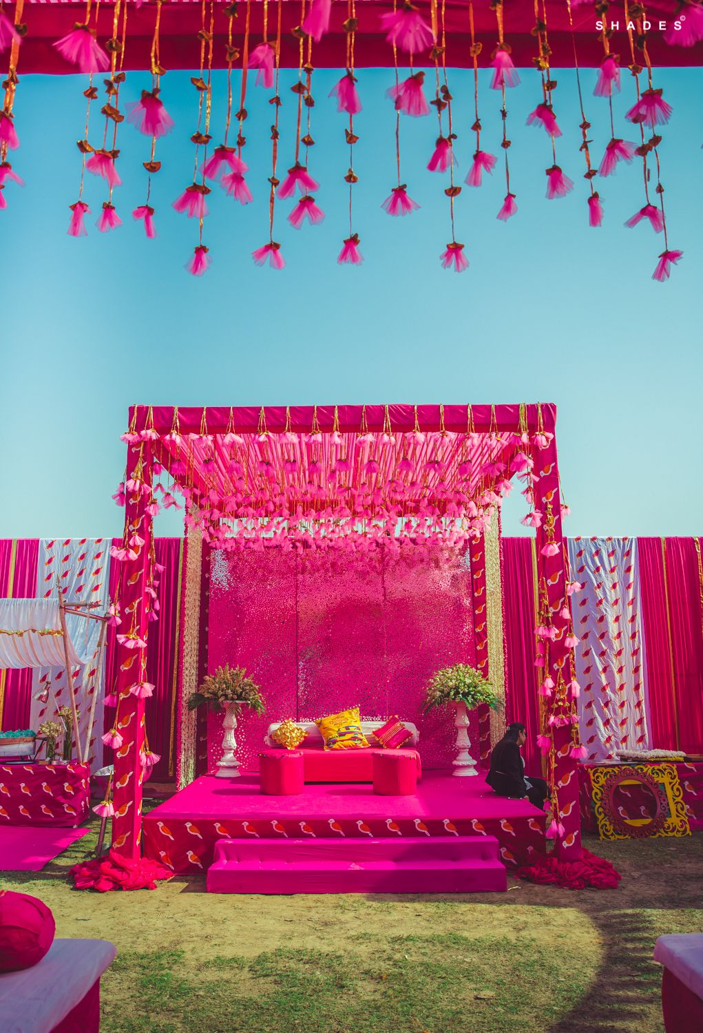 pink affair - mehendi decor goals. #indianwedding #wedding