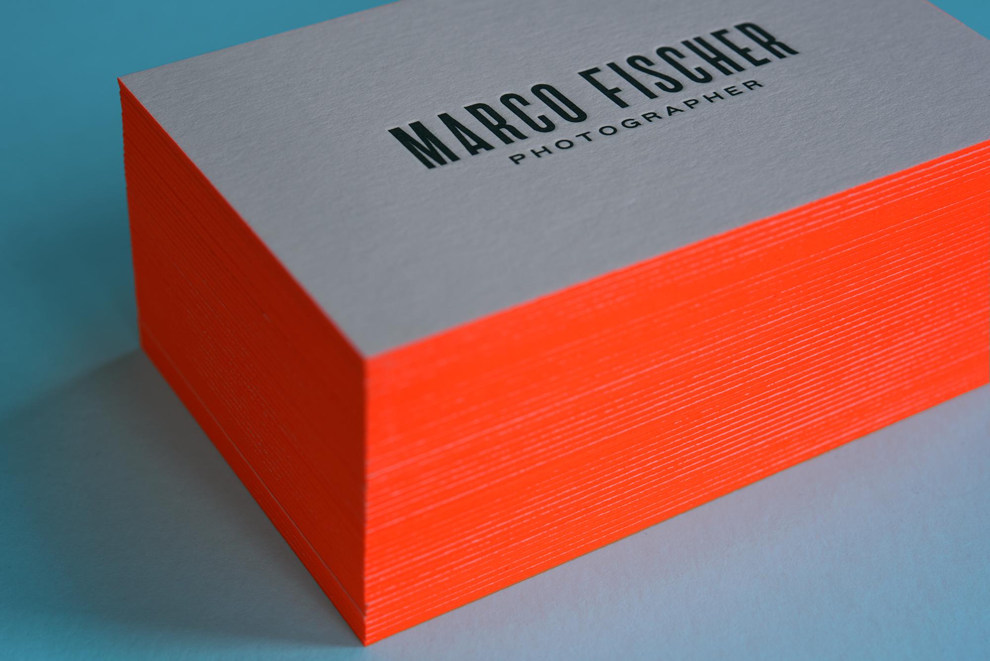 Akzente Setzen Mit Neon Farbschnitt Visitenkarten Und